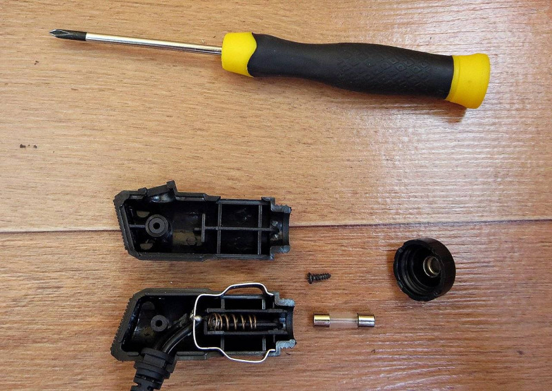 DD4: Обзор разветвителя прикуривателя с четырьмя гнездами и USB портом