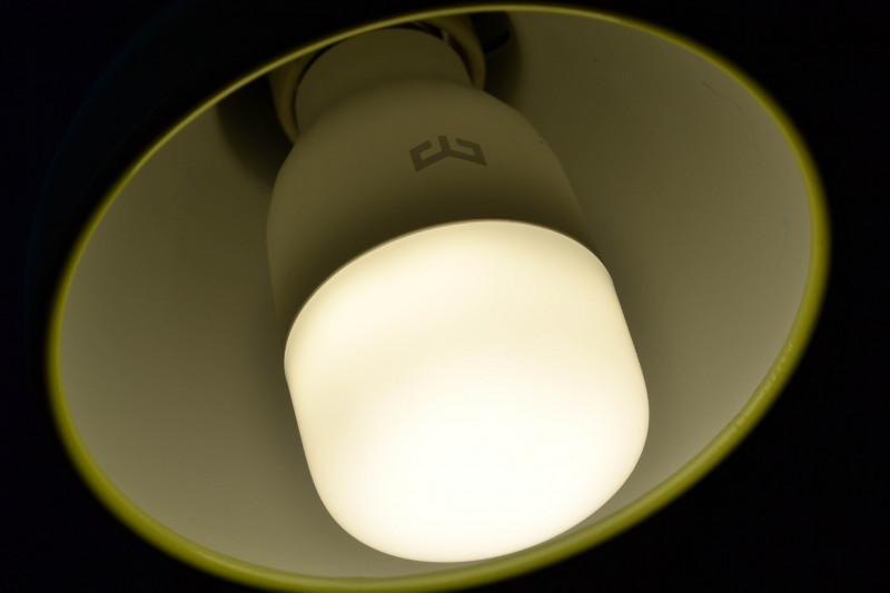 TVC-Mall: Умная WiFi лампочка - XIAOMI Yeelight с белыми светодиодами