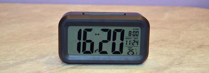 Tmart: Настольные часы с LED подсветкой и датчиком освещения