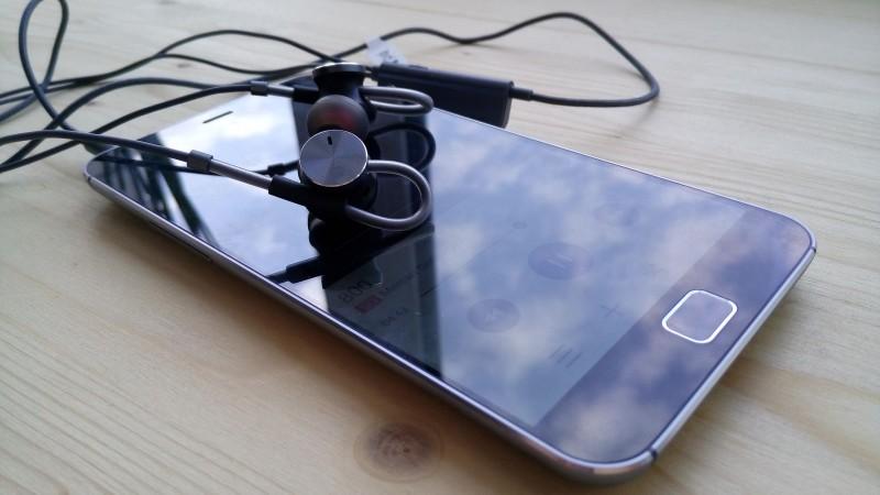Banggood: Huawei AM180 - на страже качественного звука