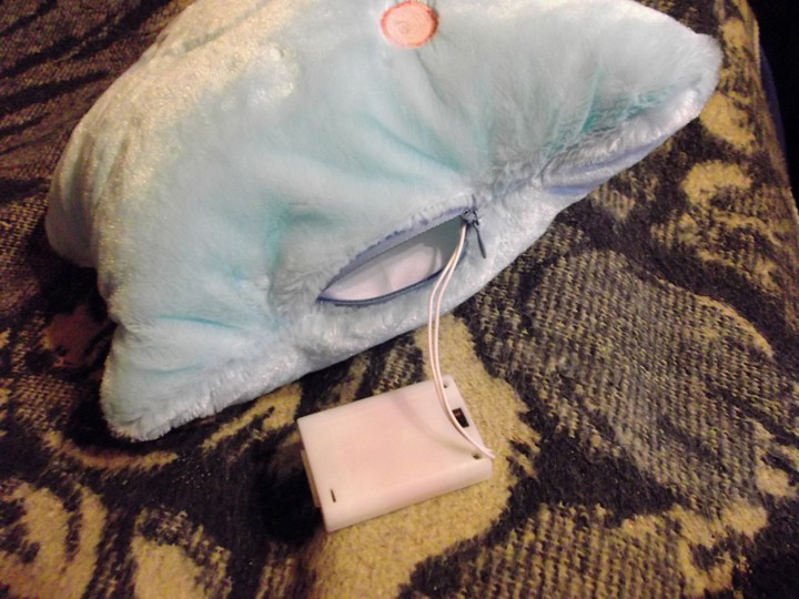 DD4: Декоративная плюшевая подружка-подушка с подсветкой.