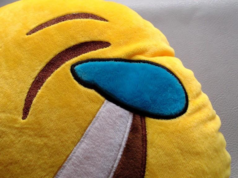 GearBest: Декоративная плюшевая подушка смайлик «Ржу - не могу».