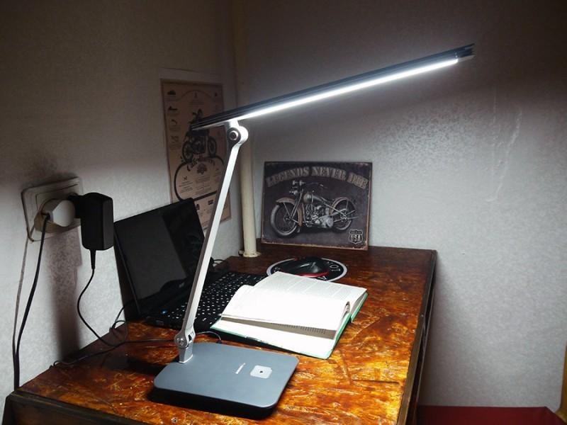 TVC-Mall: Светодиодная настольная лампа Shinerey Q1