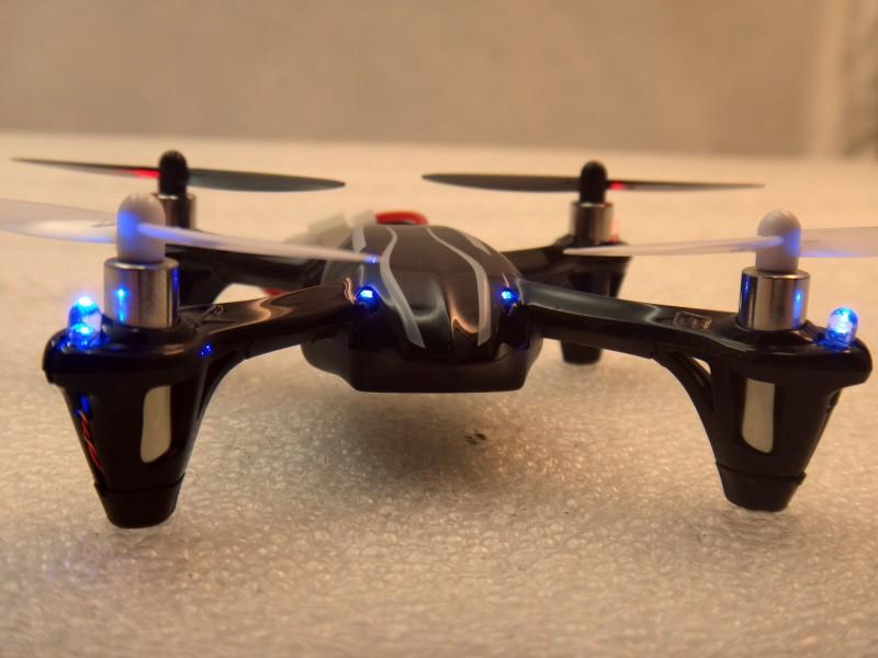 TVC-Mall: Обзор квадрокоптера Hubsan X4 H107L - скоростной малыш