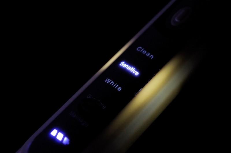 TomTop: Ирригатор YASI FL-V9 и Ультразвуковая зубная щетка YASI FL-A11