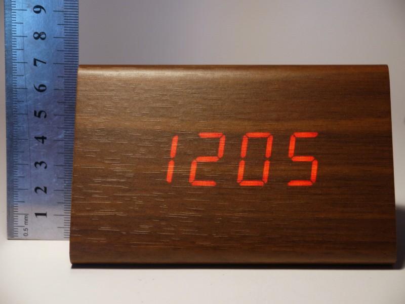 Banggood: Треугольные 'деревянные' часы