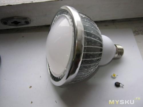 Отремонтированная лампа и лишние детали
