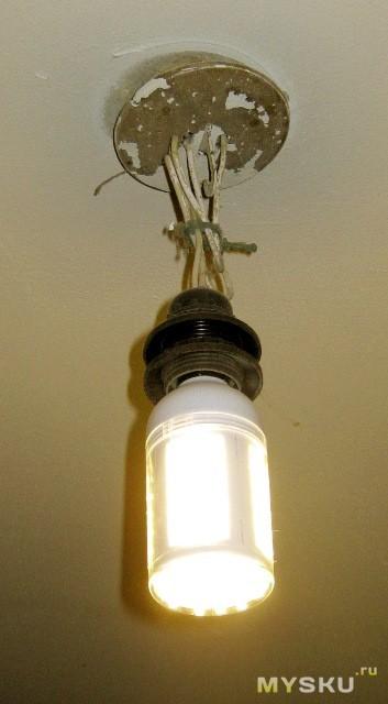 Включенная лампочка