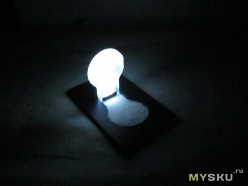 светит в темноте ванной