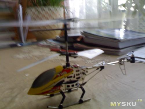 Вертолет в роботе.
