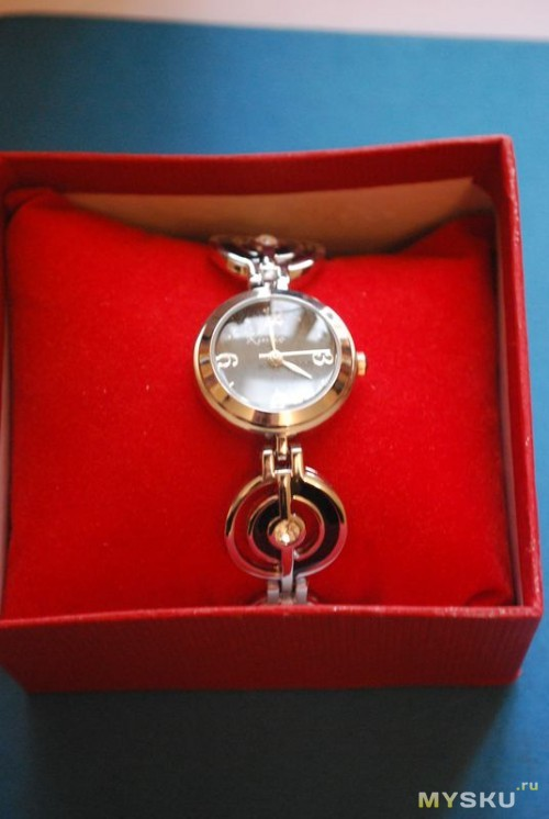 Часики в подарочной коробочке