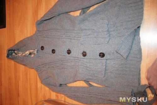 свитер на полу