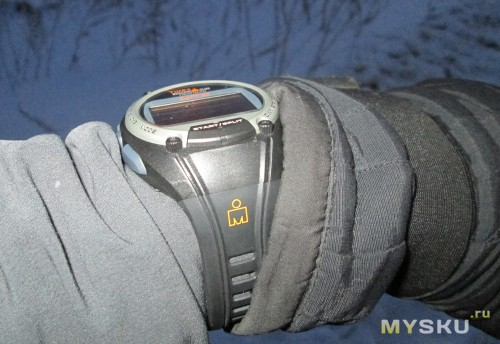 Фото на руке в варежке