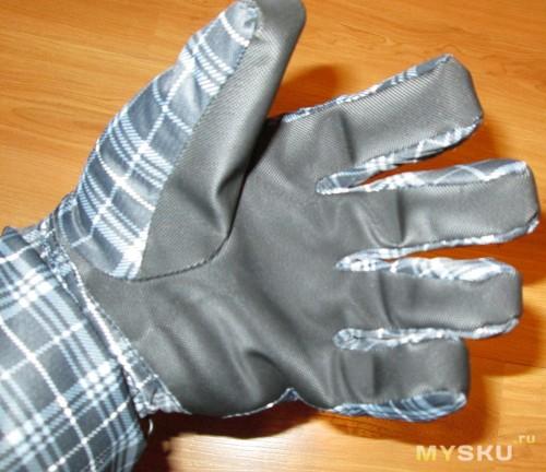 Ладонь перчатки из резинообразной накладки