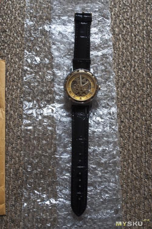 Часы отдельно