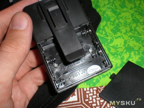 Отверстие для 4-х мини пальчиковых батареек: