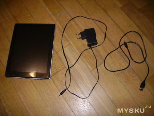 В комплектации присутствовали:сам плвншет, кабель для зарядки и провод для обмена информацией.