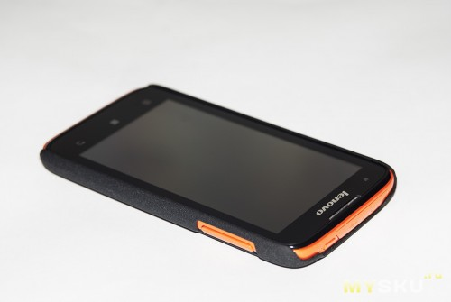 Вид на телефоне спереди, кнопки громкости