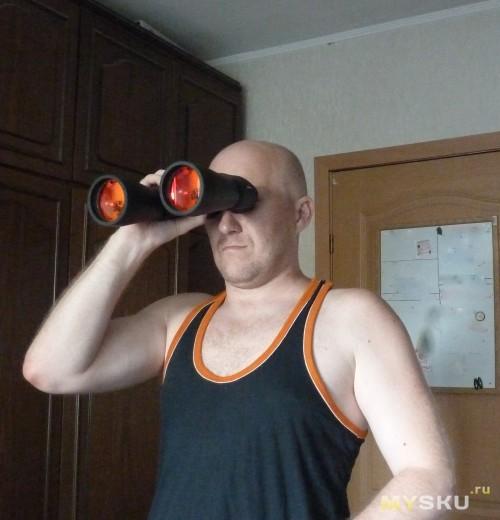 Пытаюсь разглядеть номера машины в километре от окна))