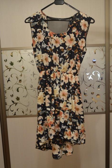 Фото платьев на вешалке