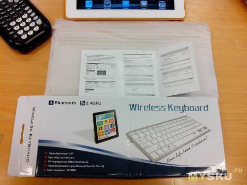 Коробка, пакет, инструкция на английском и сама клавиатура, таков комплект.