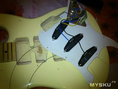 вот и внутренности гитары