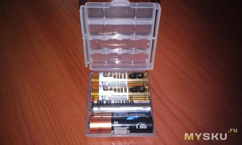 АА батарейки в боксе
