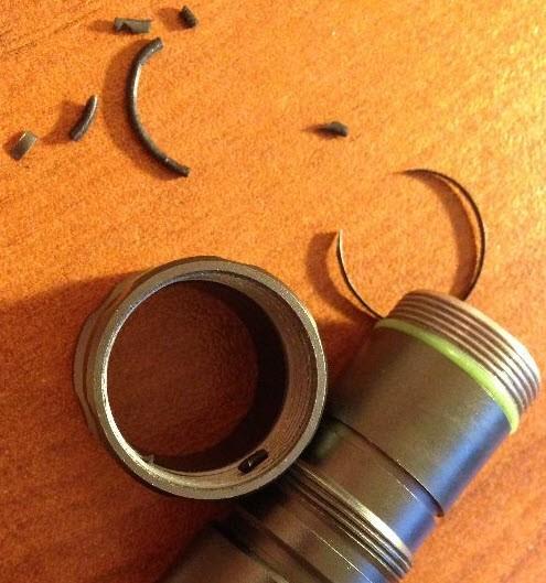 Кольцо в кусках + металлическое полукольцо