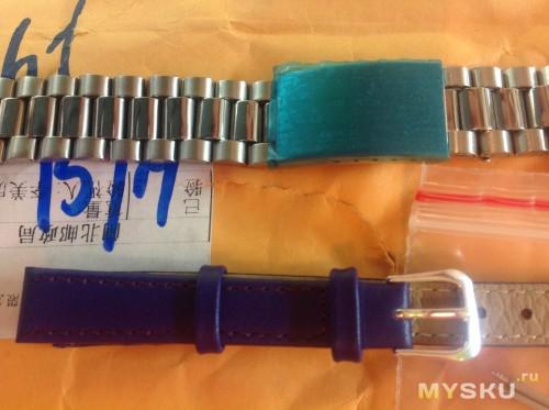 Застежка браслета защищена от царапин защитной пленкой.