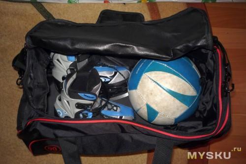 01796ba6cb28 Вот ввложил для наглядности ролики (правда детские 38-40 размер — от 8 лет  которые идут) + волейбольный мяч)) По бокам ещё достаточно места остаётся,  ...