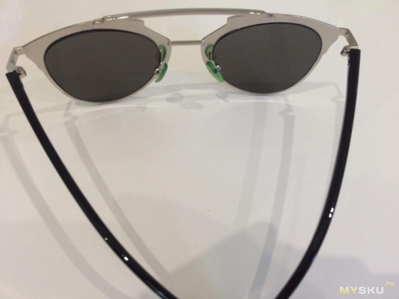 f839995235ab Странно то что подушечки Зеленые. Хотя очки серые. Как указанно на сайте  высота, в том числе оправы, приблизительно 52мм. Что соответствует  действительности ...