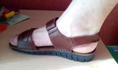 Сандали на ноге