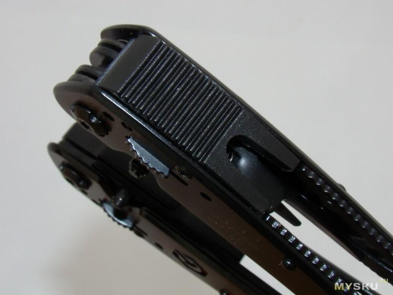 Ganzo G302B – весьма навороченный мультитул.