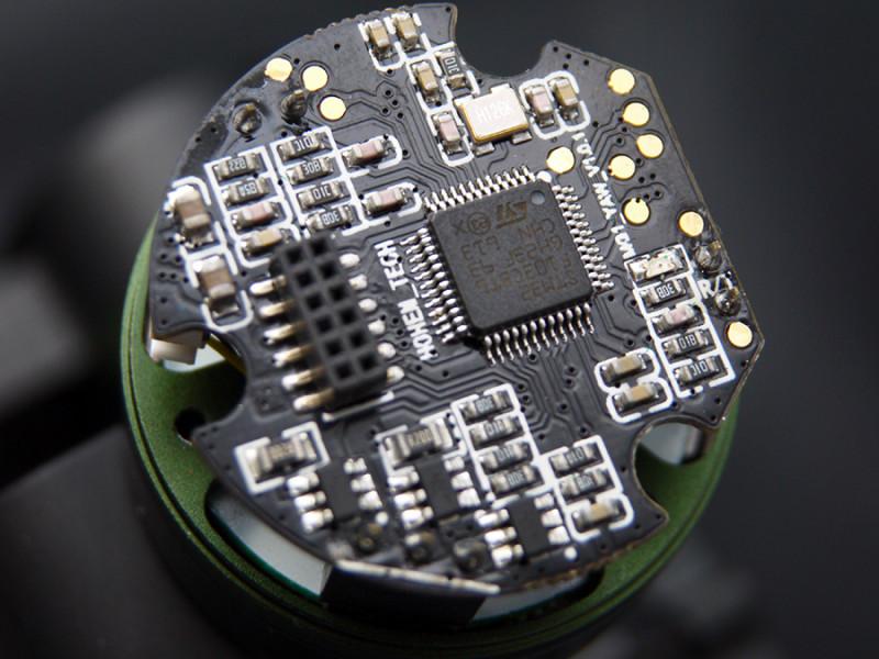 TomTop: Электронный трехосевой стабилизатор Hohem HG3 для экшнкамеры