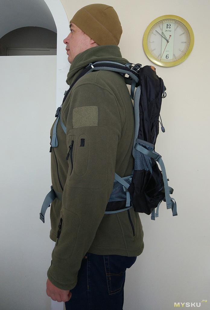 Я взяв рюкзак и надел кеды рюкзак для рыбака атеми