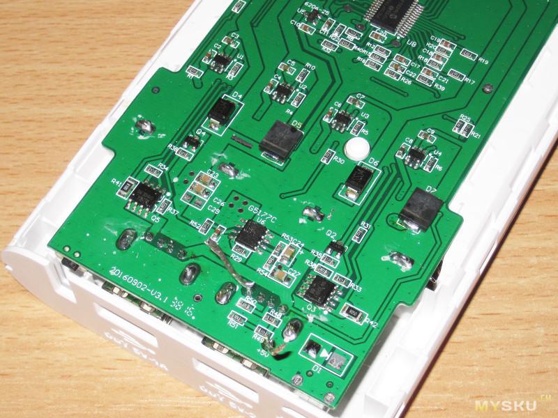 Powerbank + зарядное устройство под 4 аккумулятора формфактора 18650