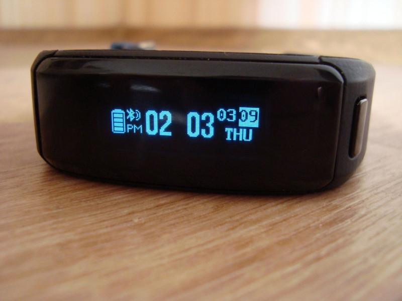 Aliexpress: No.1 F1 - фитнес браслет с аккумулятором 230mah