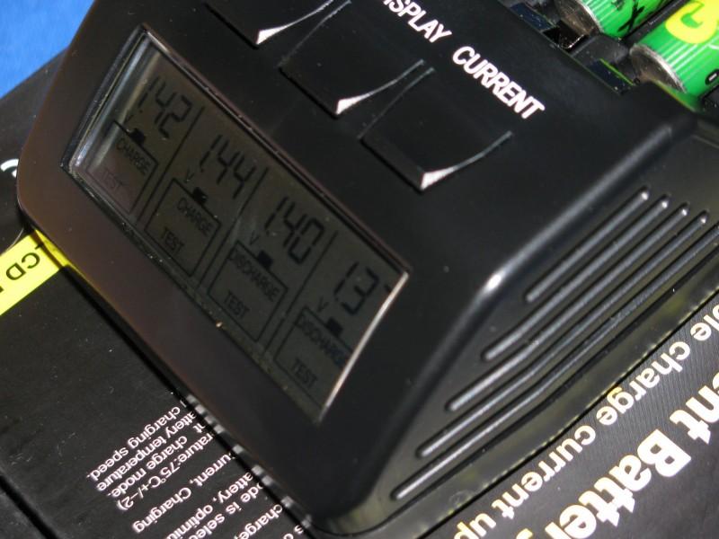 Хорошее зарядное устройство для пальчиковых аккумуляторов