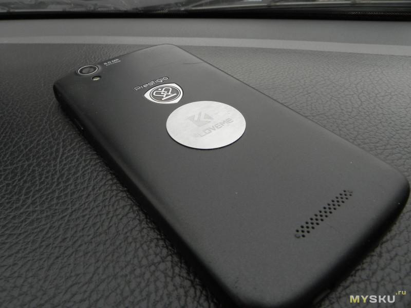 Магнитный держатель смартфона в авто