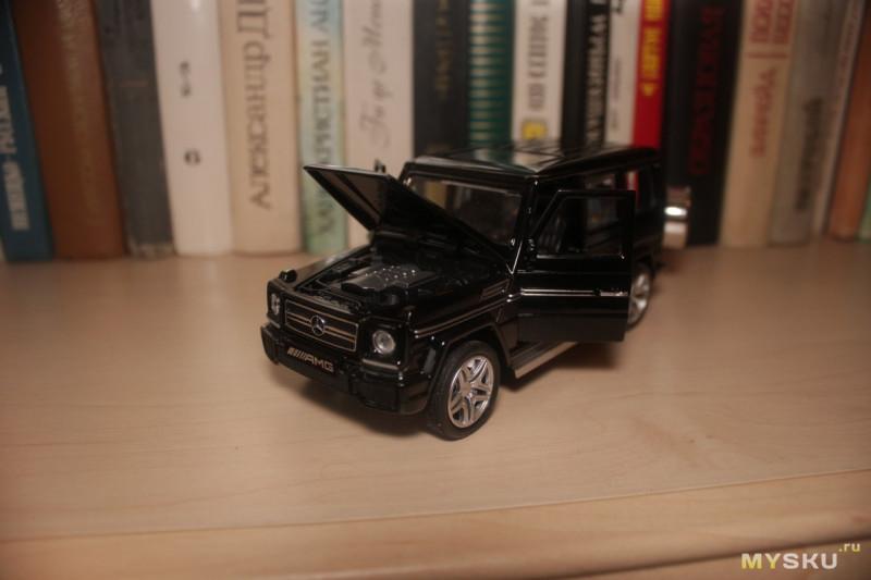 Модель автомобиля Mercedes-Benz Gelandewagen AMG G65 в 1:32 масштабе